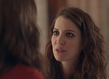 Júlia não perdoa Lorena e as duas têm discussão séria