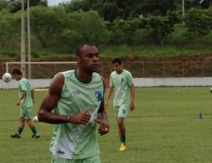 Marcinho, jogador do Nacional-MG (Foto: Gullit Pacielle)