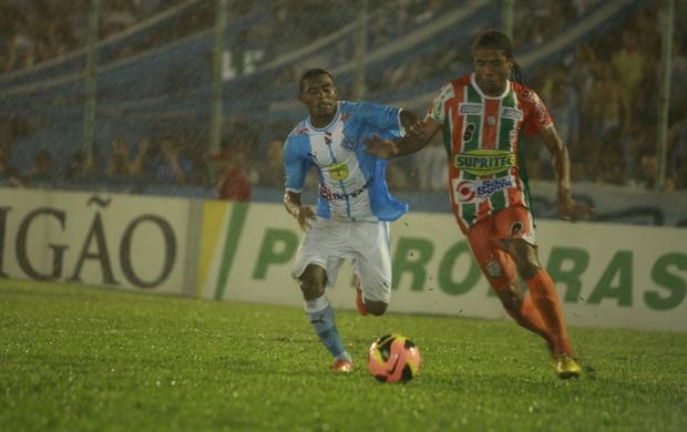 Naviraiense venceu o Paysandu com dois gols no final do jogo (Foto: Tarso Sarraf / O Liberal)