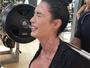 Gracyanne Barbosa pega pesado e faz cara de choro em treino árduo
