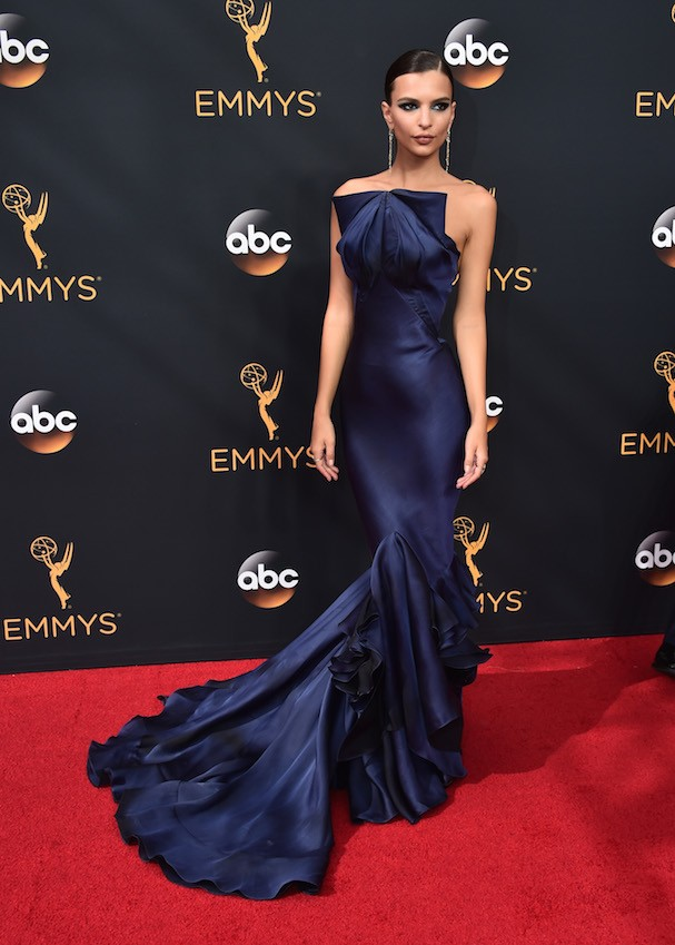 Emily Ratajkowski de Zac Posen (Foto: Getty Images)