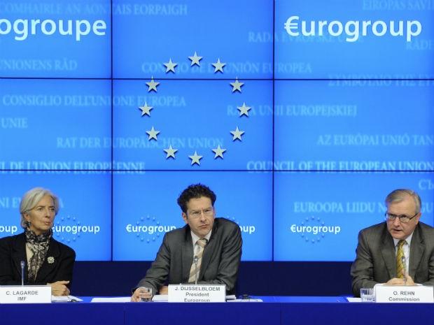 Christine Lagarde, diretora do FMI; Jeroen Dijsselbloem, chefe do Eurogrupo; e Olli Rehn, chefe da política Econômica e Monetária da União Europeia. (Foto: John Thys/ AFP)