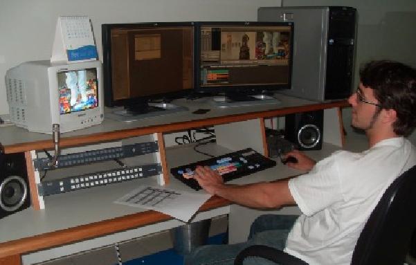 Tcheco é apaixonado por criação e edição de vídeos (Foto: Suzana Siega/ Comunicação Inter TV RJ)