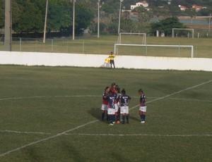 """Gabi """"Cearense"""" com as jogadoras do São José contra o Juventus pela Copa do Brasil Feminina  (Foto: Thaís Jorge)"""