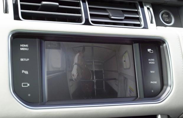 Land Rover cria tecnologia que deixa reboque invisível (Foto: Divulgação)