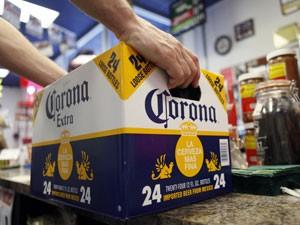 Grupo Modelo é o fabricante da marca Corona (Foto: AP)