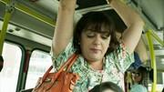 'Zorra' apresenta situações de mulheres com bolsa no ônibus