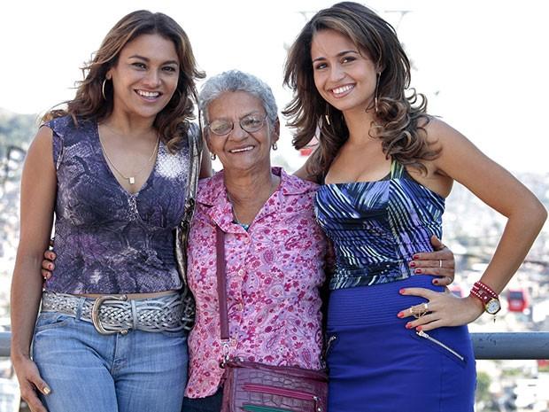Nanda e Dira ganharam carinho dos moradores (Foto: Salve Jorge/TV Globo)