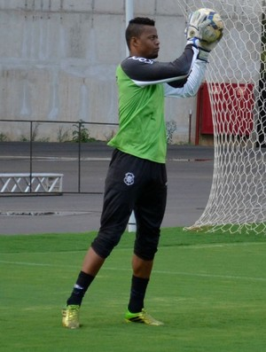 Paulo Vitor, goleiro do Rio Branco-ES (Foto: Sidney Magno Novo/GloboEsporte.com)