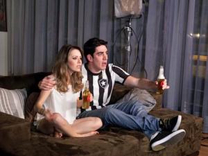 Sandy e Marcelo Adnet no clipe de 'Escolho você' (Foto: Divulgação)