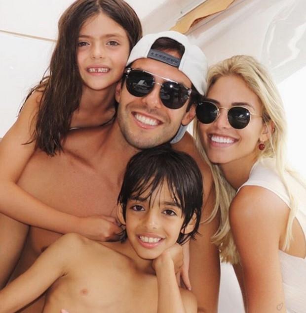Kaká com Carol e os filhos (Foto: Reprodução/Instagram)