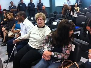 Mãe e irmã da juíza t~em esperança que os réus sejam condenados (Foto: Janaína Carvalho/G1)