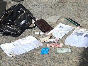 Bolsa com os pertences de Elzeni foi encontrada ao lado do corpo (Foto: Michelly Oda/G1)