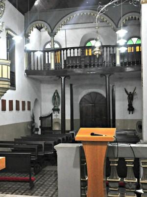 Igreja  foi construída por homem enterrado vivo (André Souza/ G1)