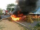 Grupo queima pneus em protesto e interdita os dois sentidos da BA-420