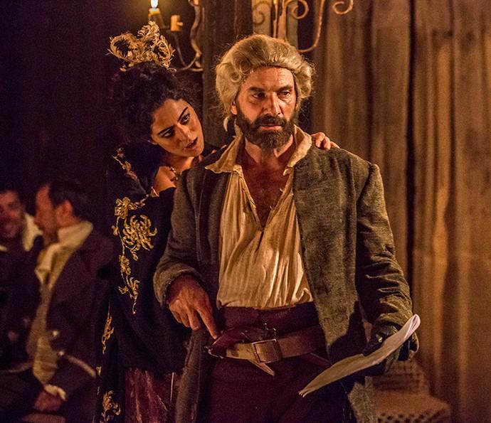 Carol Castro, como Selena, em outro momento de ensaio com Marco Ricca (Foto: Felipe Monteiro/Gshow)