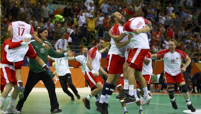 Dinamarca x França Handebol Olimpíada festa do ouro (Foto: Kai Pfaffenbach/Reuters)