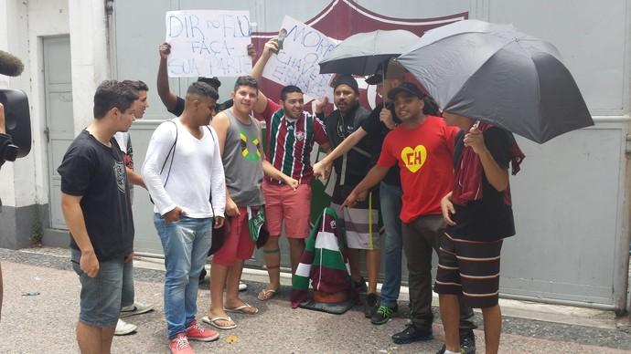 Protesto torcida Fluminense (Foto: Richard Souza)