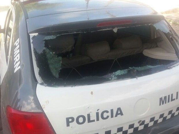Viatura foi alvo de disparos na base da PM em Morro Branco  (Foto: Divulgação/PM)