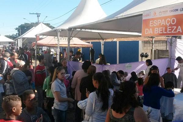 Integração Bairro em Divinópolis ofereceu mais de 13 serviços para a população (Foto: Felipe Cruz)