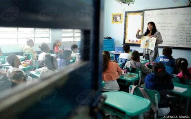 Para consultoria, salário de professor no Brasil deveria ser quase três vezes maior  (Foto: Tania Rego/Agência Brasil)