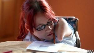 Joanne, de 16 anos, é porta-voz da luta de pessoas com deficiência (Foto: BBC)