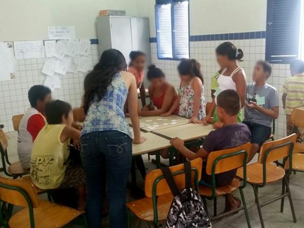 Projeto oferece aulas de reforço para alunos da escola Isabel Gondim, na Zona Leste de Natal (Foto: Carolina Diógenes Marques)