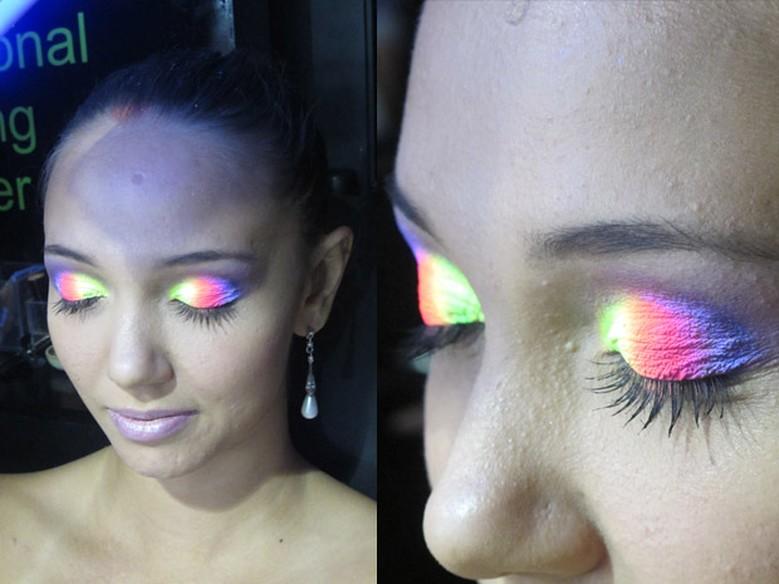 Favoritos Maquiagem neon: veja passo a passo de make que brilha na luz negra  BZ44