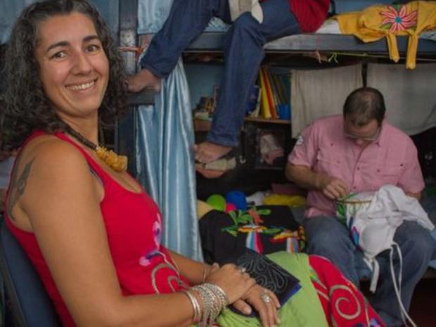 """Empresária teve resistência da família ao começar a lidar com presos. """"Eu precisava de pessoas com tempo para bordar"""", diz. (Foto: Júlio César Mahr )"""
