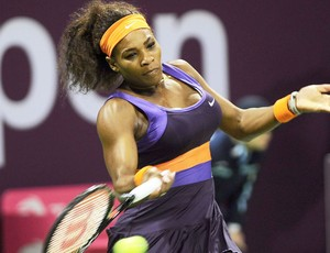 Serena Willams no tênis contra Sharapova no Qatar (Foto: EFE)