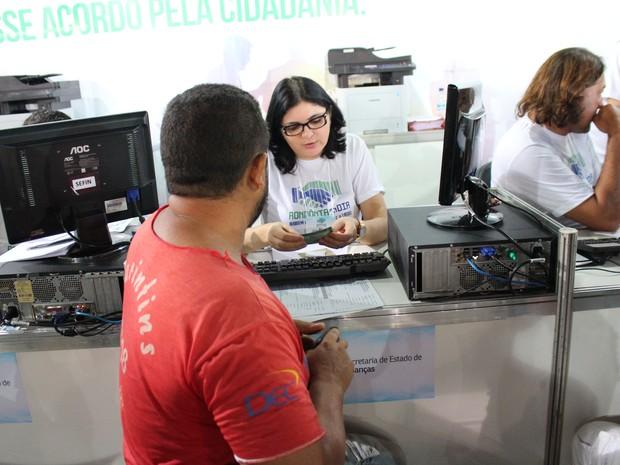 Mutirão de negociações iniciou atendimento na manhã desta quinta-feira (4) em Porto Velho (Foto: Hosana Morais/G1)