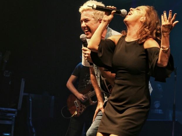 Rogério Flausino e Bebel Gilberto em show na Zona Portuária do Rio (Foto: Anderson Borde/ Ag. News)