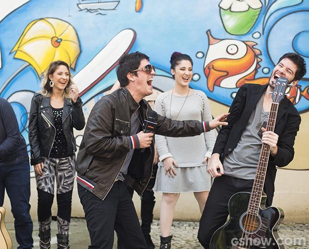 Melody se diverte (Foto: Camila Serejo / TV Globo)