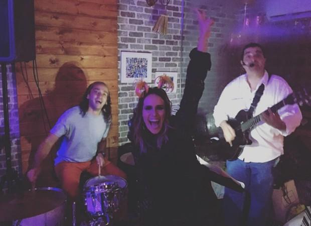 Ao lado do marido, Fernanda Pontes ataca de rock star em festa de aniversário (Foto: Reprodução/Instagram)