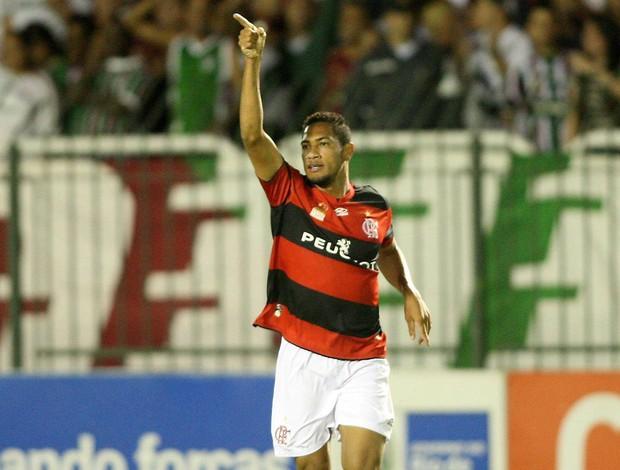 Hernane comemora, Flamengo x Fluminense (Foto: Guilherme Pinto/Agência O Globo)