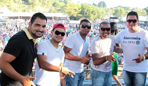 Grupo Bom Momento  (Foto: Atiéri Photos/ Reprodução/ Redes Sociais )