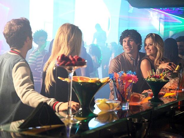 Megan e Danilo encontram com Arthur e Sylvia (Foto: Carol Caminha/Gshow)
