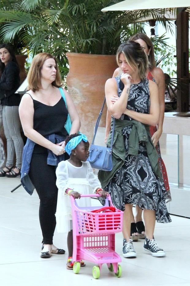 Giovanna Ewbank com Titi e uma amiga (Foto: J Humberto/Agnews)