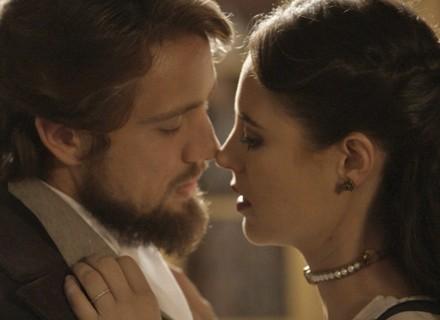 Melissa tenta seduzir Felipe, mas é surpreendida pelo noivo