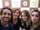Rafa Brites assiste a show de Sandy com a sogra e marido, Felipe Andreoli