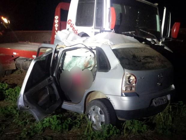 Carro foi esmagado em acidente com caminhão e 4 pessoas morreram na BR-163 (Foto: Divulgação/PRF-MT)
