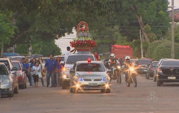 Imagem de São Cristovão percorrendo as ruas de Macapá (Foto: Reprodução/TV Amapá)