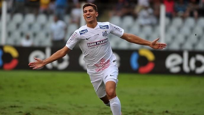 Vitor Bueno comemora primeiro gol marcado com a camisa do Santos (Foto: Ivan Storti/Divulgação Santos FC)