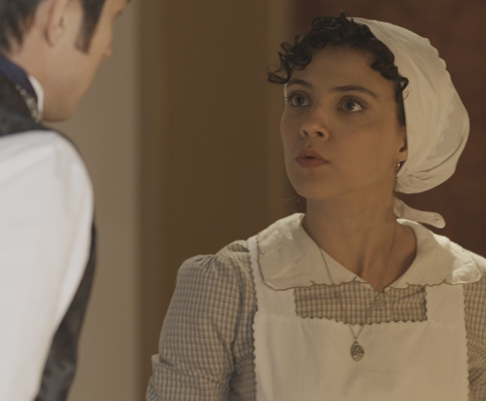 Após bolo, Anita cobra explicações de Roberto (Foto: TV Globo)