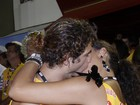 Débora Nascimento e José Loreto dão beijos roto-rooter na Sapucaí