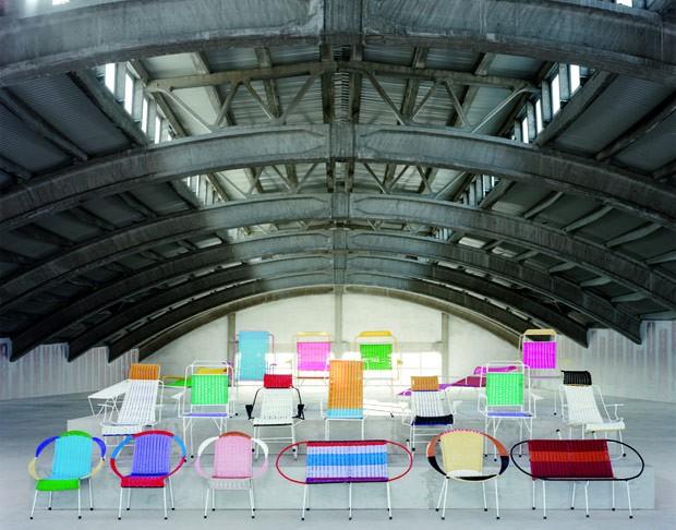 A Marni leva a mostra L'Arte Del Ritratto e sua edição especial de cadeiras para seu endereço na cidade (Foto: Reprodução)