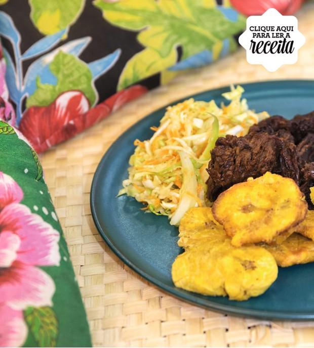 Fritay, a comida de rua mais famosa do Haiti, preparada na festa da União Social dos Imigrantes Haitianos, em São Paulo (Foto: Alexandre Disaro /  Editora Globo)