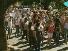 Cerca de 700 pessoas manifestam pela educação em Poços de Caldas
