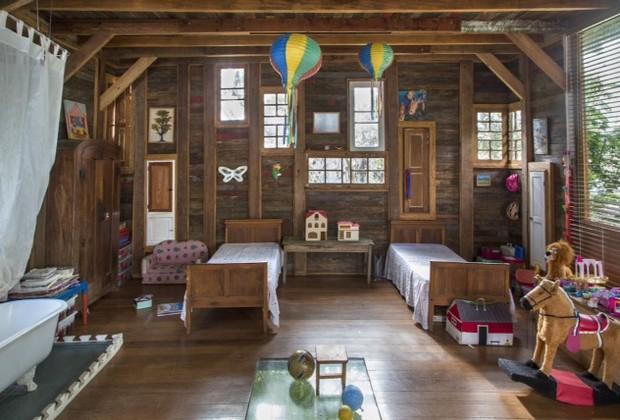 Uma verdadeira casinha de bonecas em tamanho real: esse é o espaço que o arquiteto Rodrigo Simão e a artista plástica Katharina Welper montaram para as filhotas Angelina e Aurora se esbaldarem (Foto: André Nazareth)
