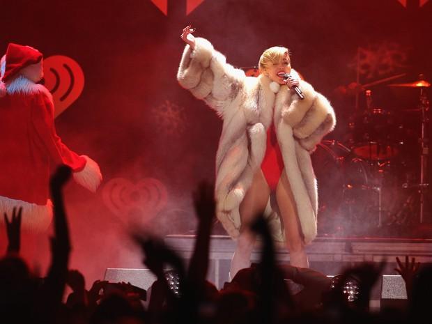 Miley Cyrus se apresenta em St. Paul, nos Estados Unidos (Foto: Adam Bettcher/ Getty Images/ AFP)
